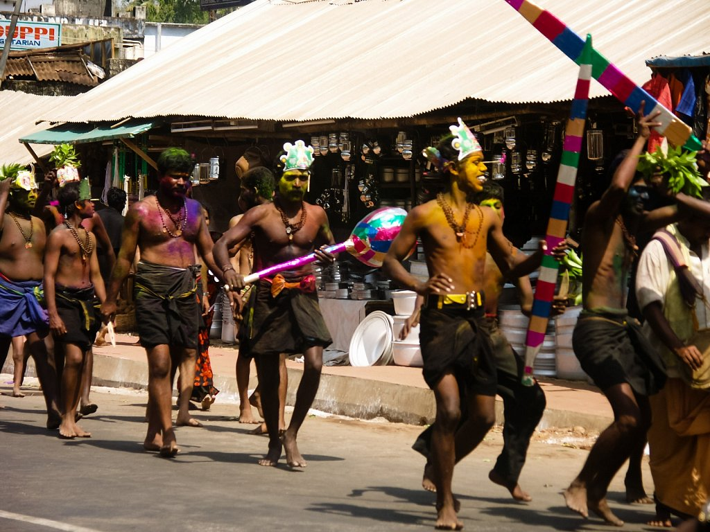 Dancing men on the Sabarimala pilgramage