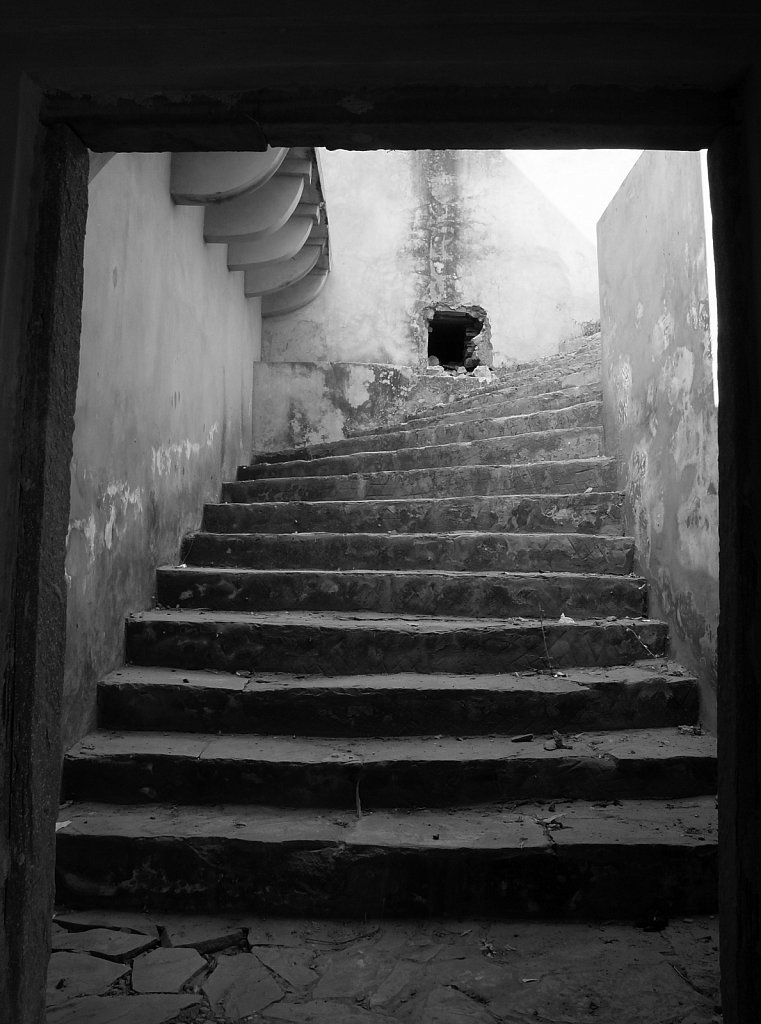 Old stone steps framed by a doorway in Ajmer Fort in Jaipur